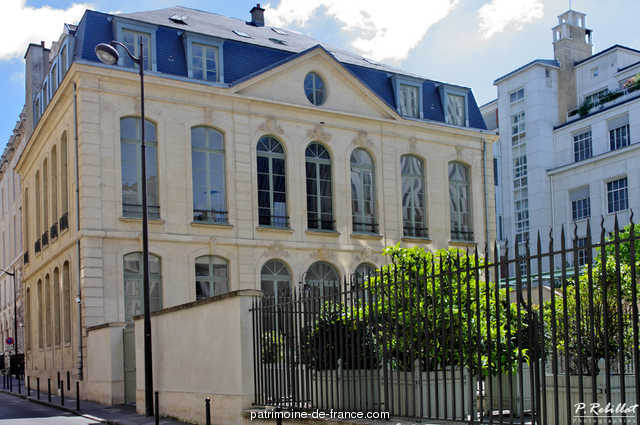 Former hotel Choiseul-Praslin, become property of the Caisse Nationale d'Epargne, then Postal Museum, French Heritage monument to Paris 6eme arrondissement 9
