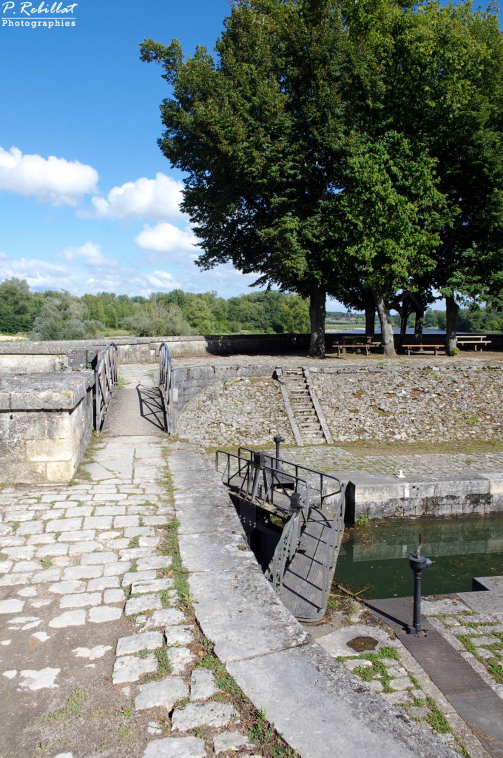 site d'écluse de Mantelot et des Combles (canal latéral à la Loire) à Chatillon sur loire.