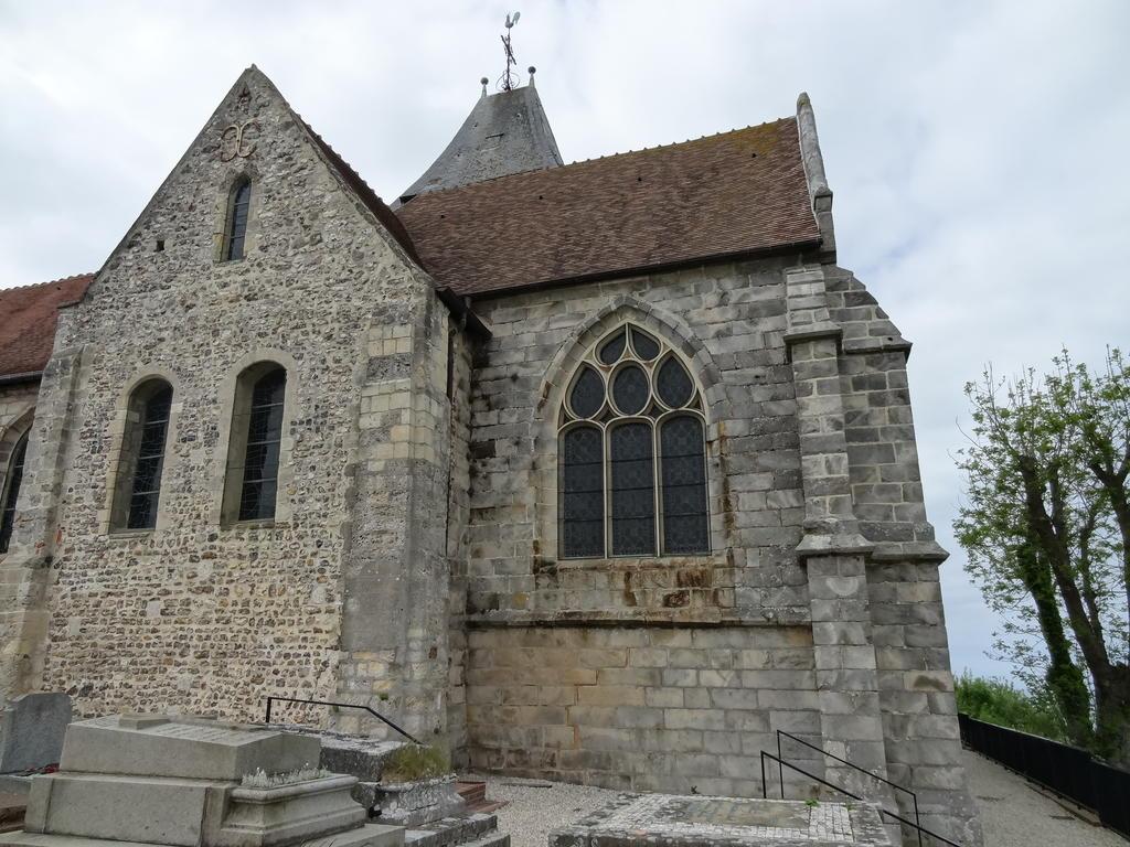 Eglise et son cimetière à Varengeville sur mer.