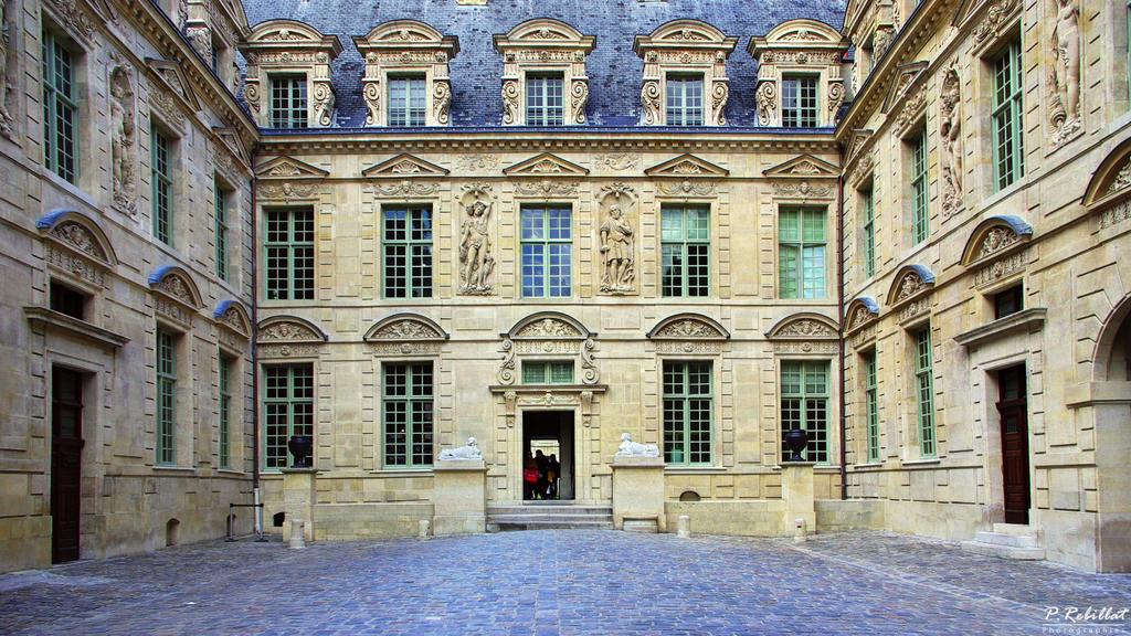 Hôtel du Petit-Sully à Paris 4eme arrondissement.