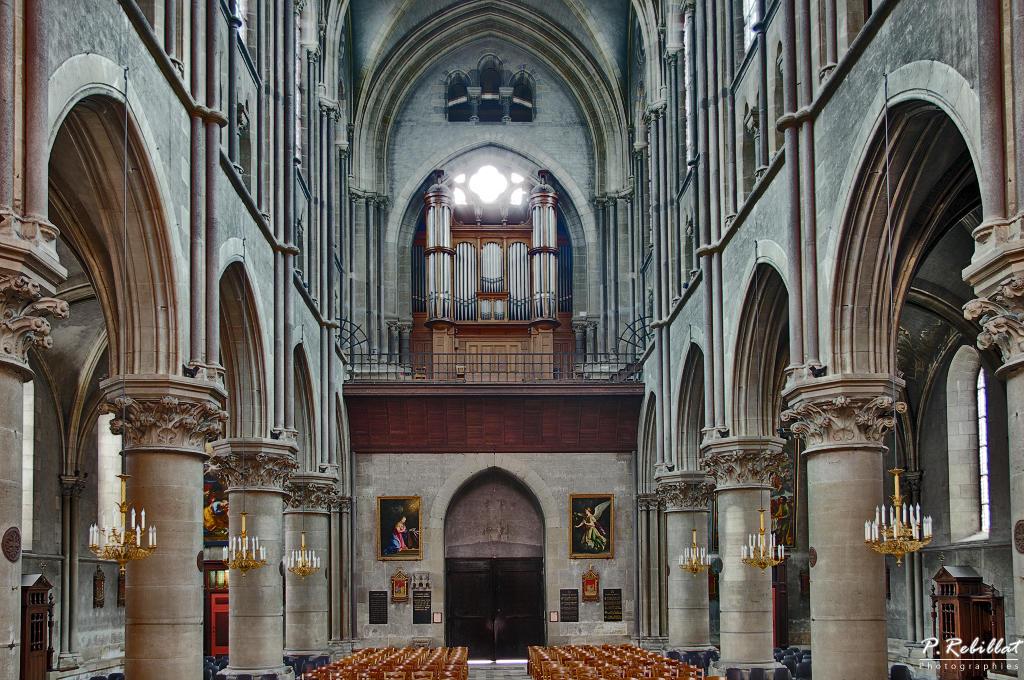 Cathédrale Notre-Dame à Moulins.