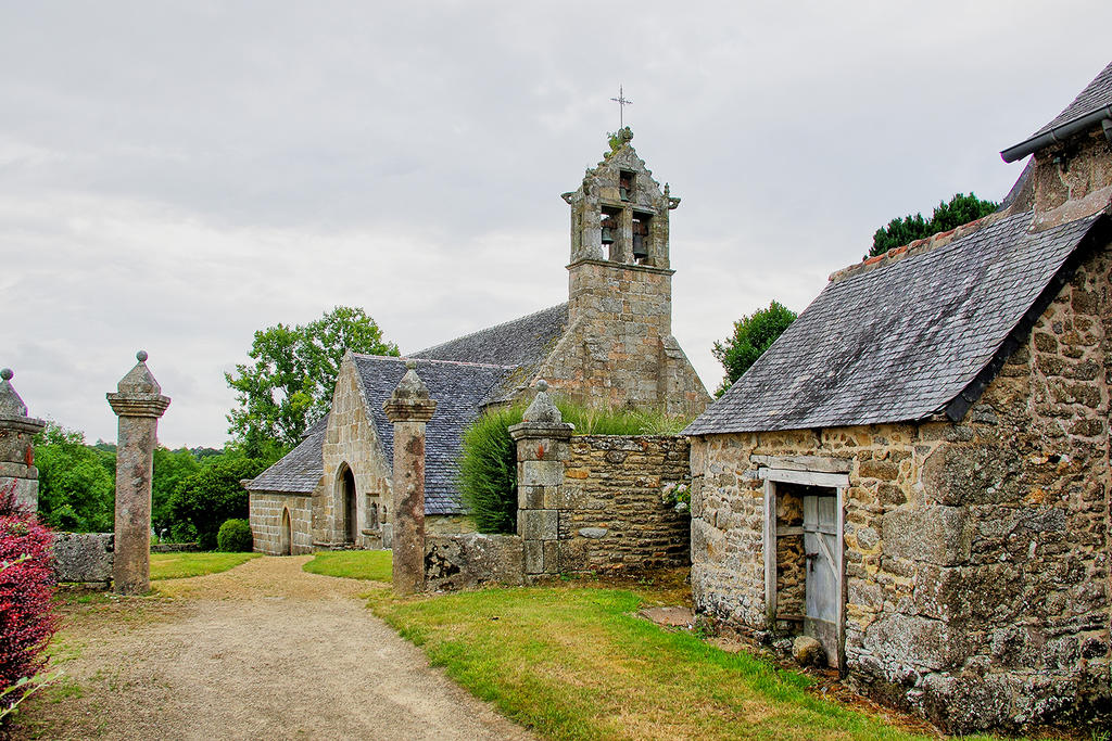 Church parish Sainte-Geneviève, French Heritage monument to Begard.