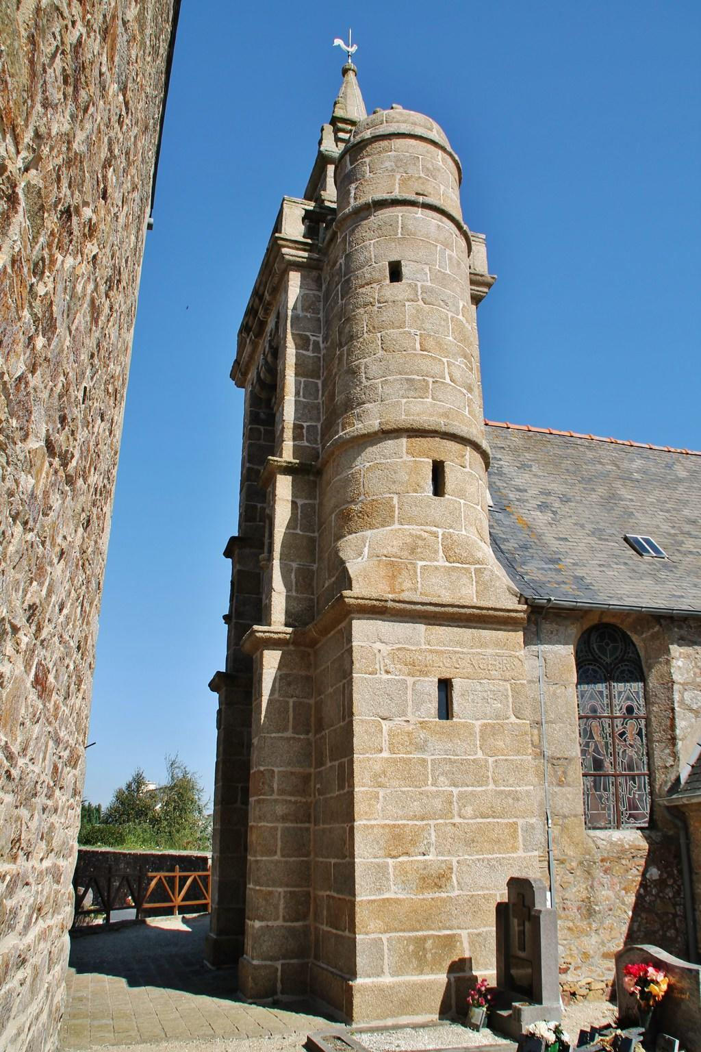 Church, French Heritage monument to Coatreven.