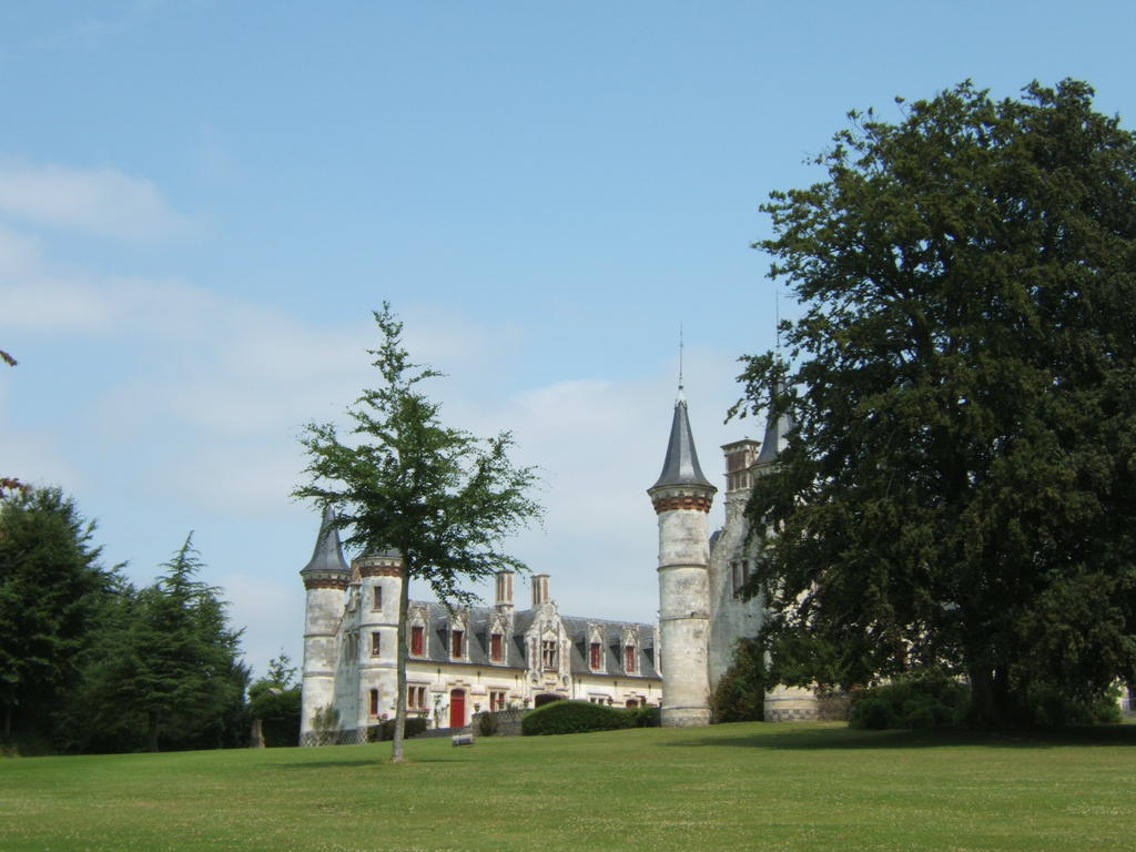 Former estate of the Earl of Hinnisdal (also on Commons of Vron and Roy), French Heritage monument to Regniere ecluse.