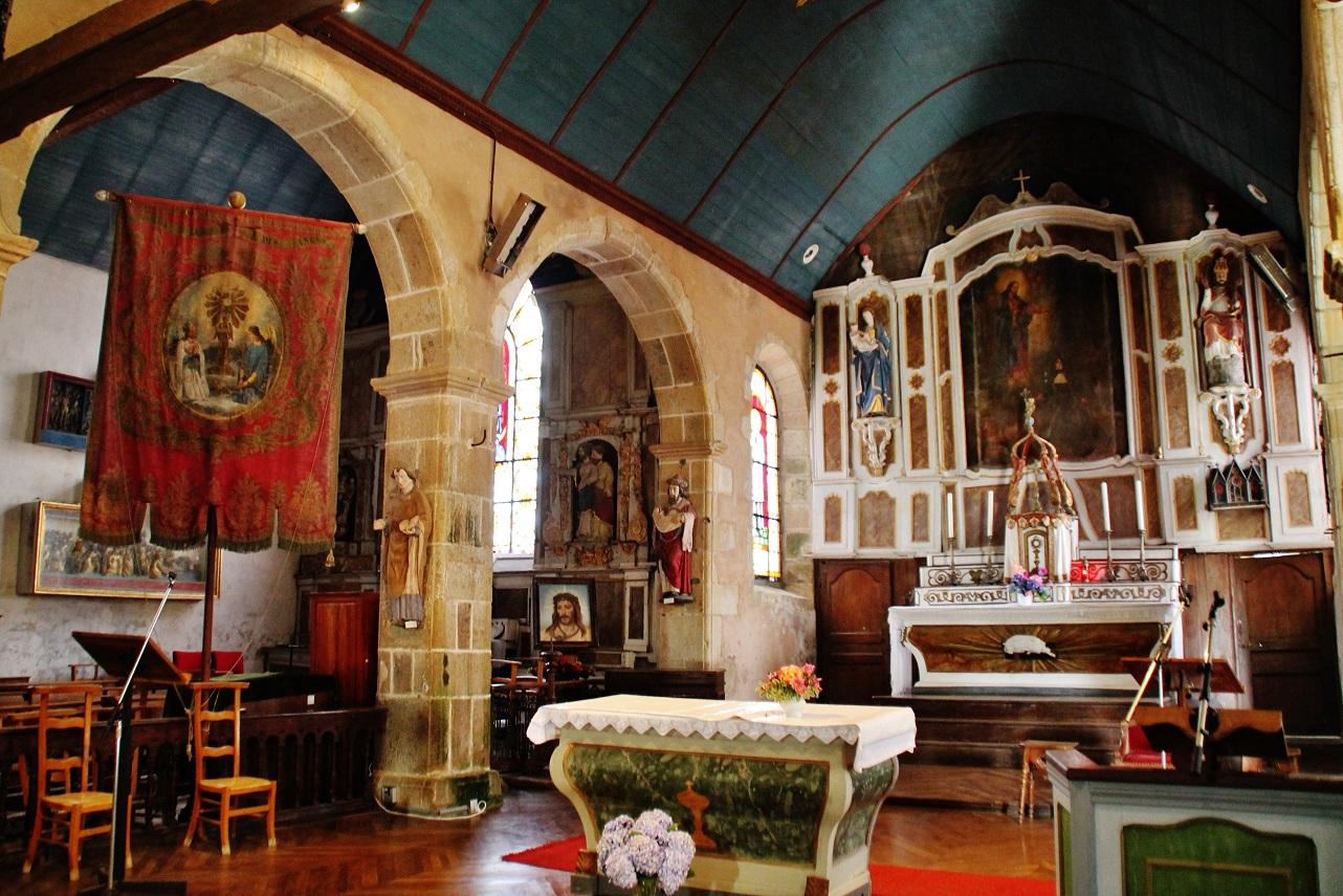 Eglise et calvaire à Guimaec.