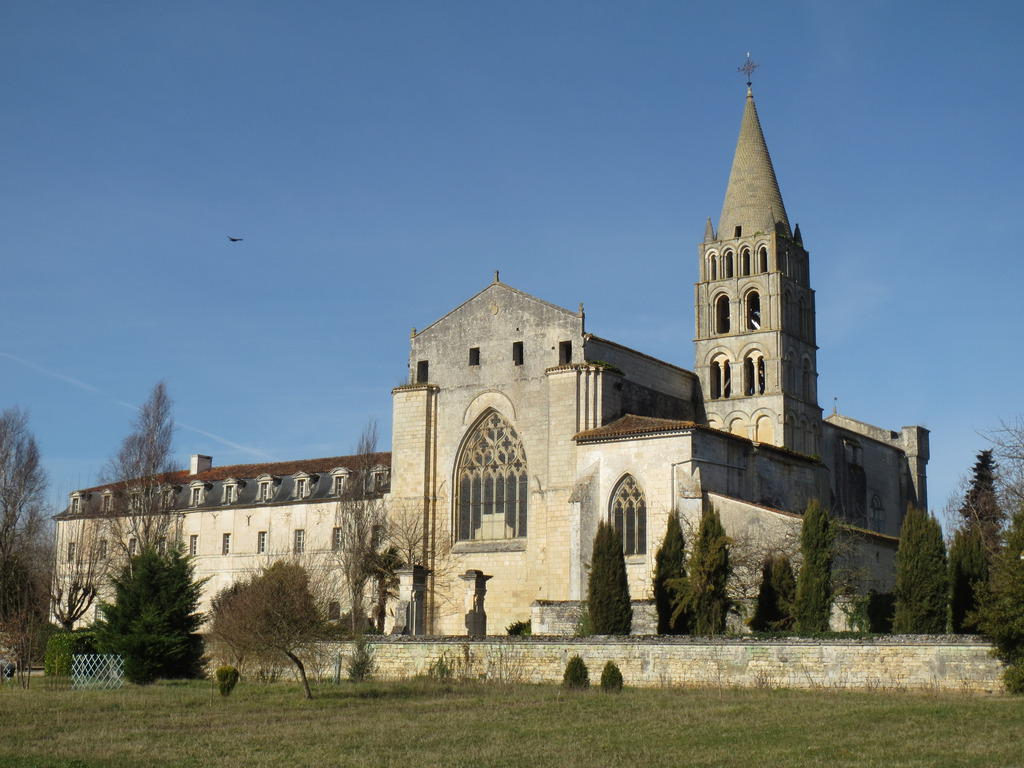 Abbey Saint-Étienne, French Heritage monument to Bassac.