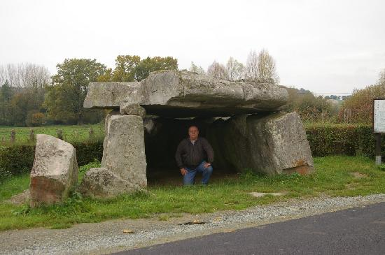 Dolmen said Pierre Couverte, French Heritage monument to Duneau.