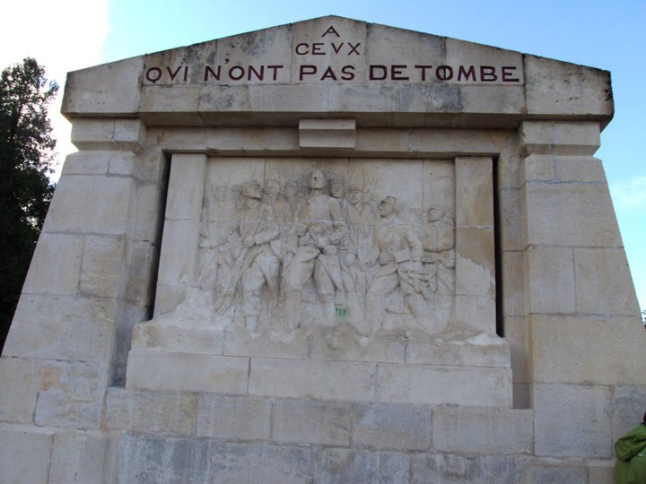Monument du Point X à Combres sous les cotes.