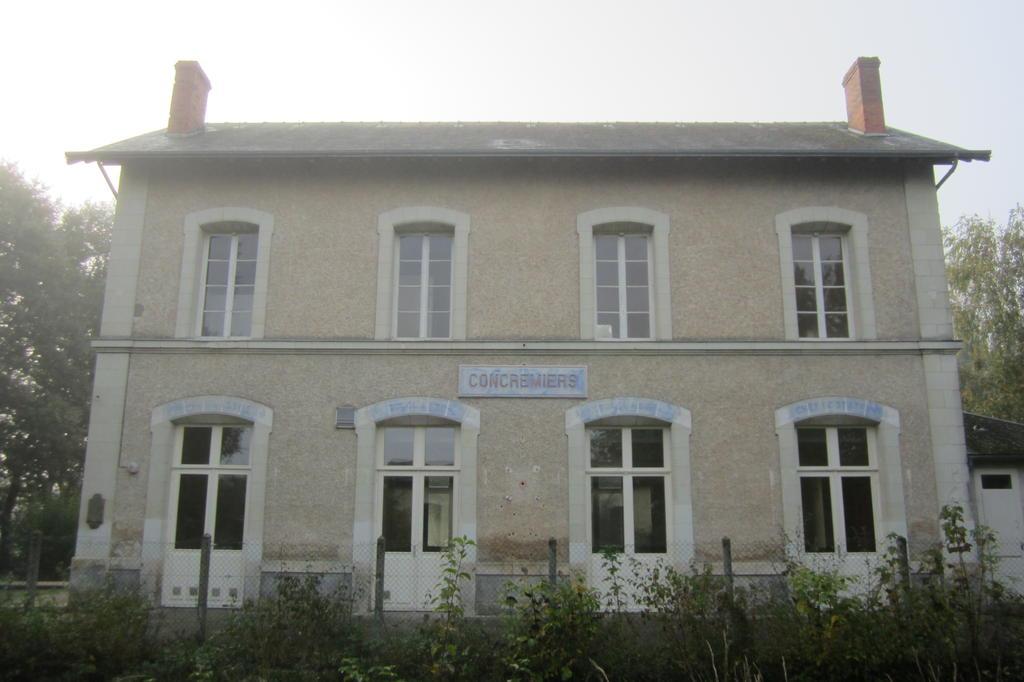 gare, actuellement salle des fêtes à Concremiers.