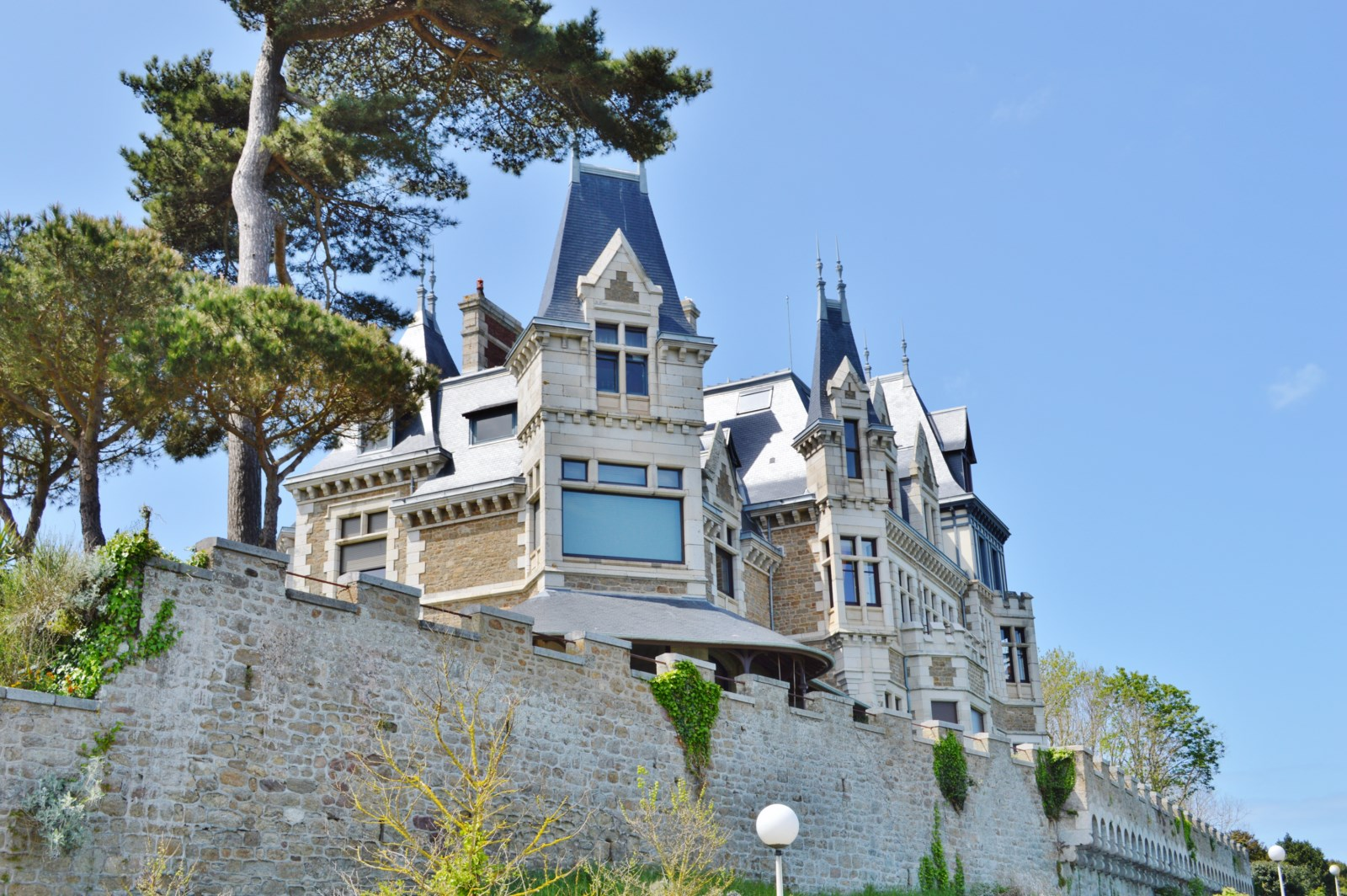 seaside resort called villa care home french heritage monument to dinard. Black Bedroom Furniture Sets. Home Design Ideas