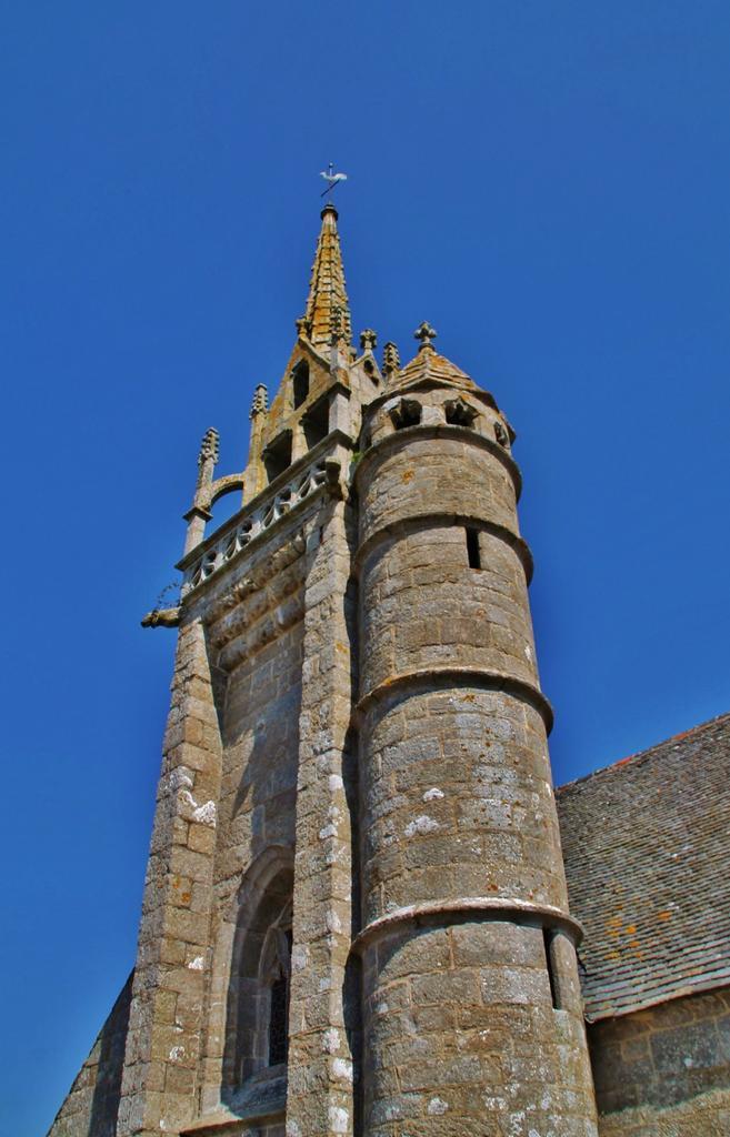 Church Notre-Dame de Trédrez and cemetery, French Heritage monument to Tredrez.