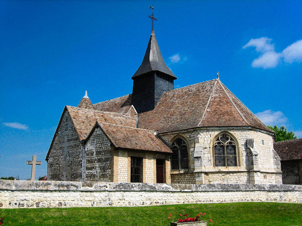 Church parish Sainte-Colombe, French Heritage monument to Porte joie.