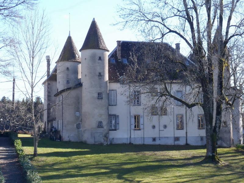 Château lieu dit Chazelles à Aveze.