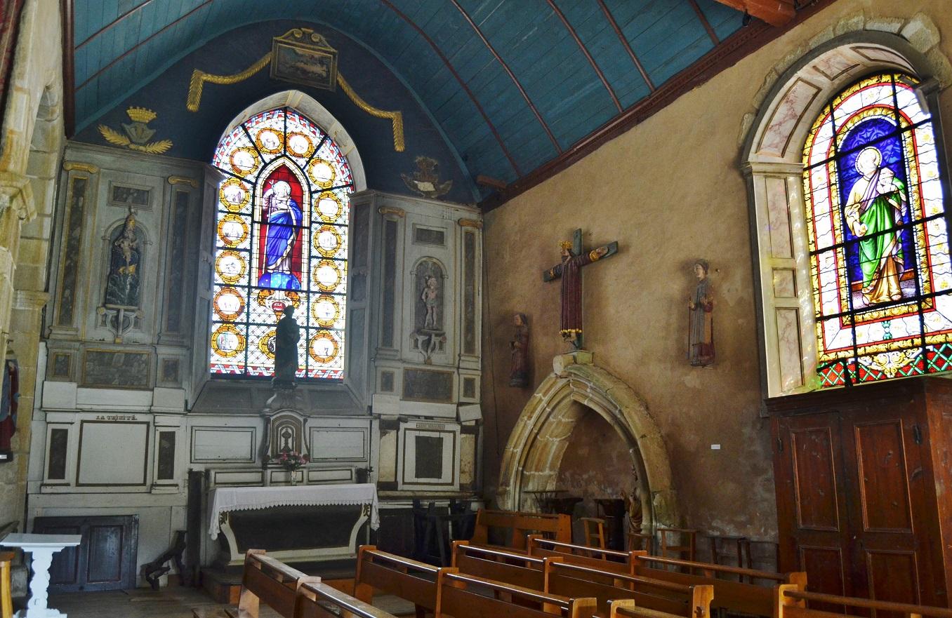 Eglise et calvaire � Guimaec.