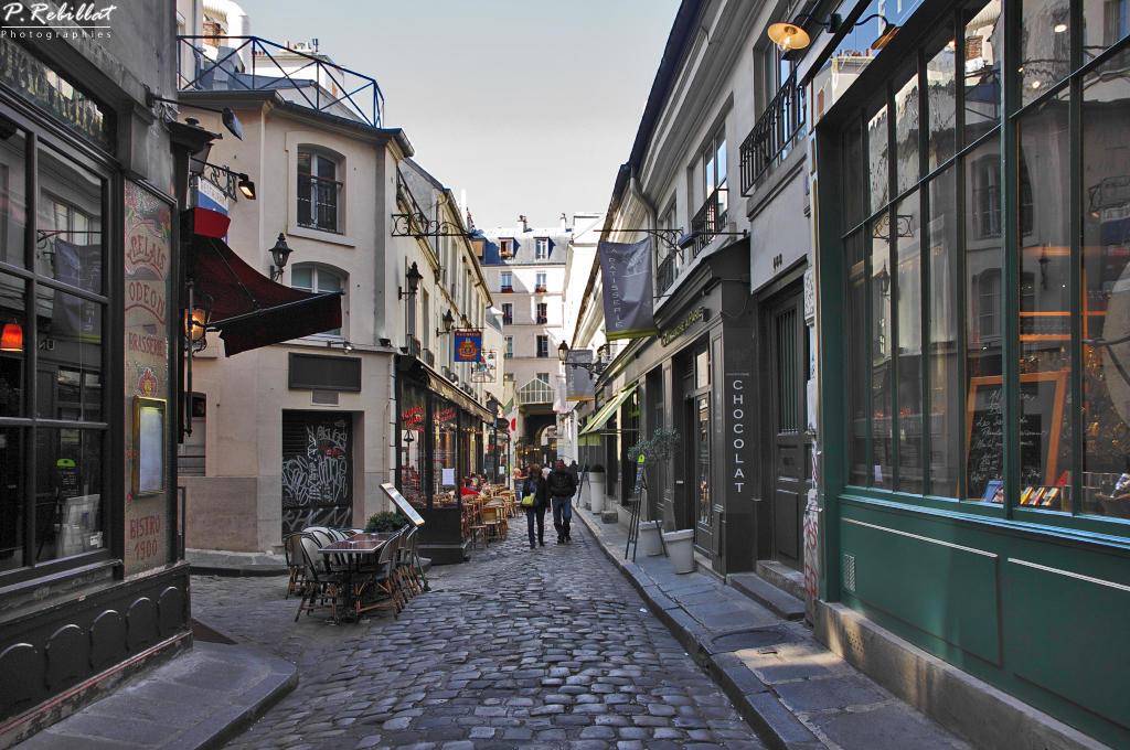 Cours du Commerce Saint-André à Paris 6eme arrondissement.