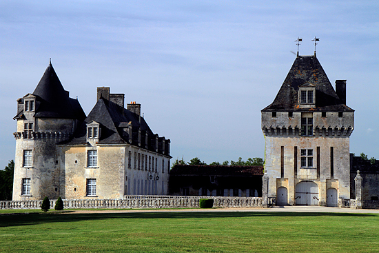 Castle of the Rochecourbon, French Heritage monument to St porchaire.