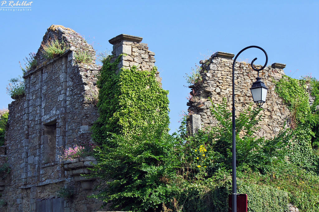 The (former) city gate, French Heritage monument to Clisson.