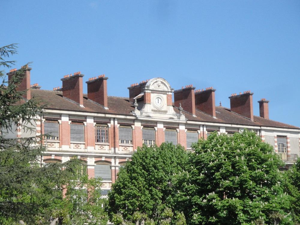 caserne de gendarmes dite caserne Belzunce à Villeneuve sur lot.