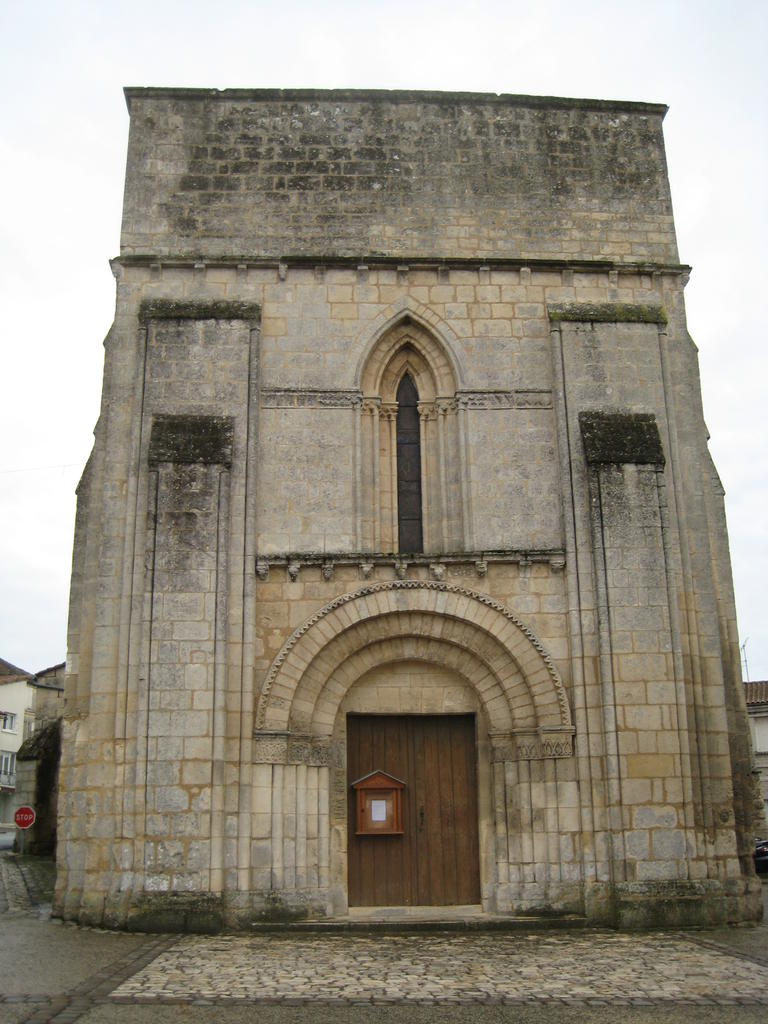Church, French Heritage monument to Nersac.