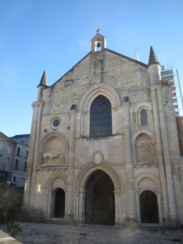 Abbaye (ancienne) à Airvault.