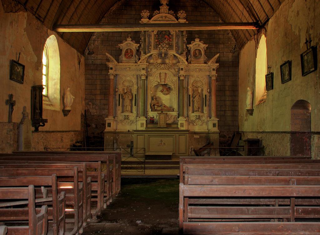 Chapel Saint-Job, French Heritage monument to Louvigne de bais.