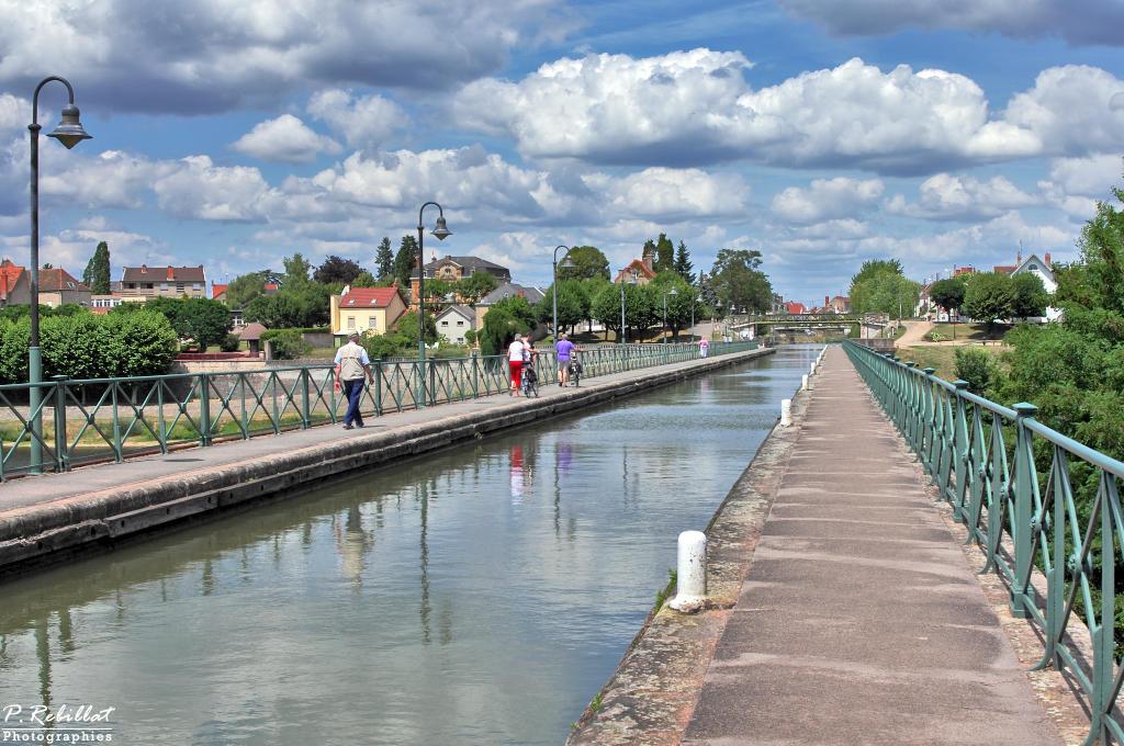 pont canal sur la Loire (canal latéral à la Loire) à Digoin.