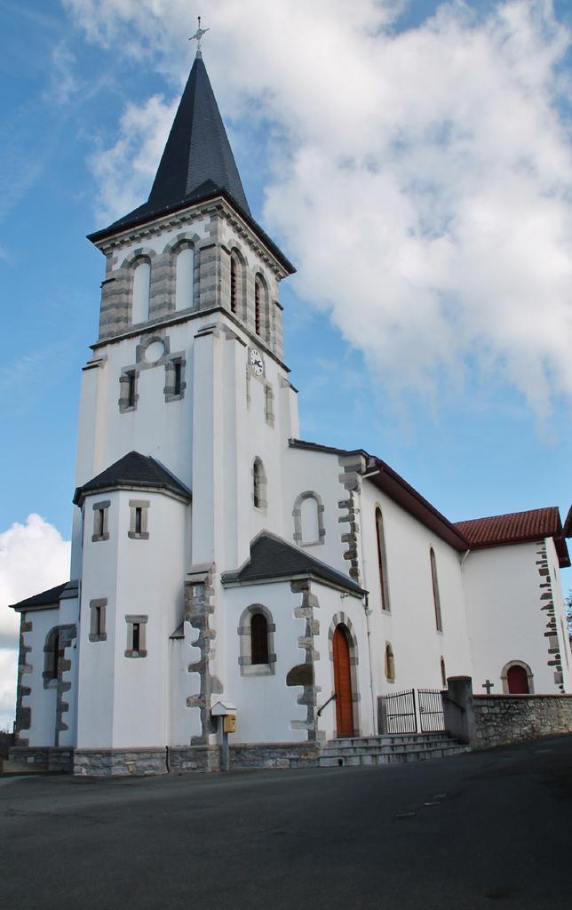 église paroissiale Saint-Julien-de-Lescar à Beyrie sur joyeuse.