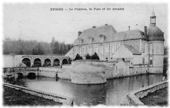 Le château, le pont et ses arcades
