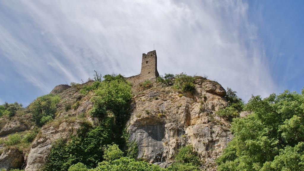 Restes du château à Mornas.