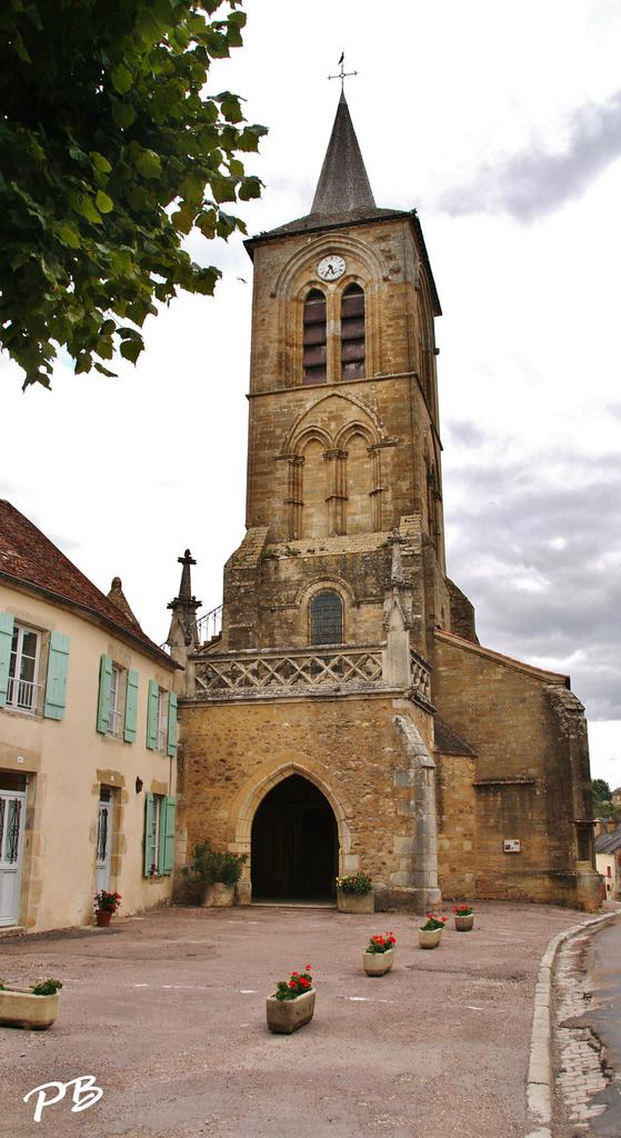 Church, French Heritage monument to Pontaubert.