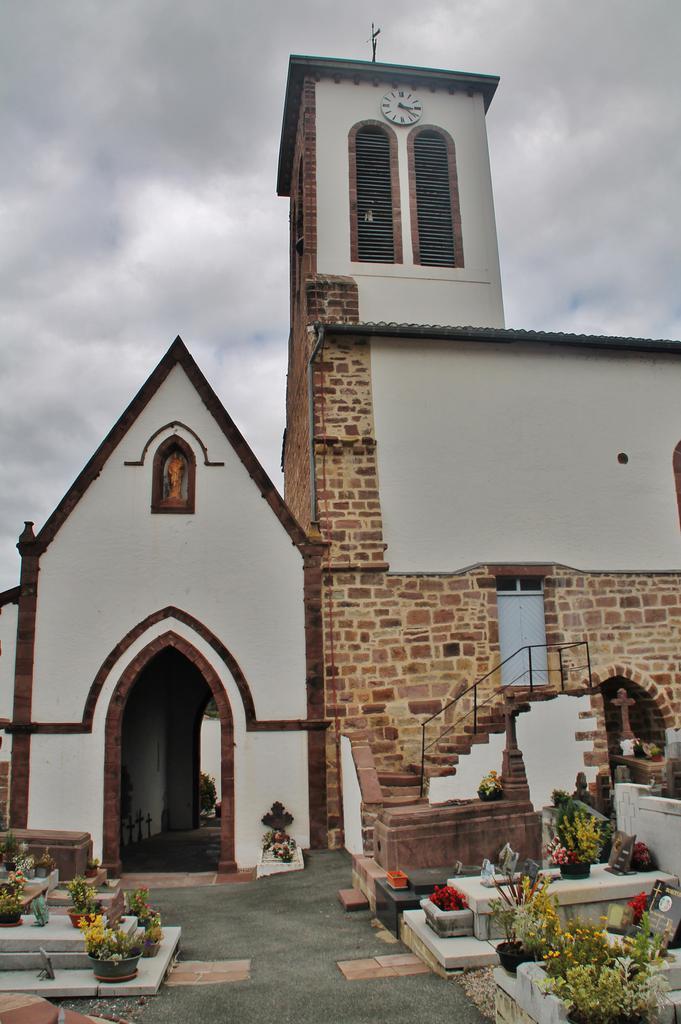église paroissiale Saint-Martin à Uhart cize.