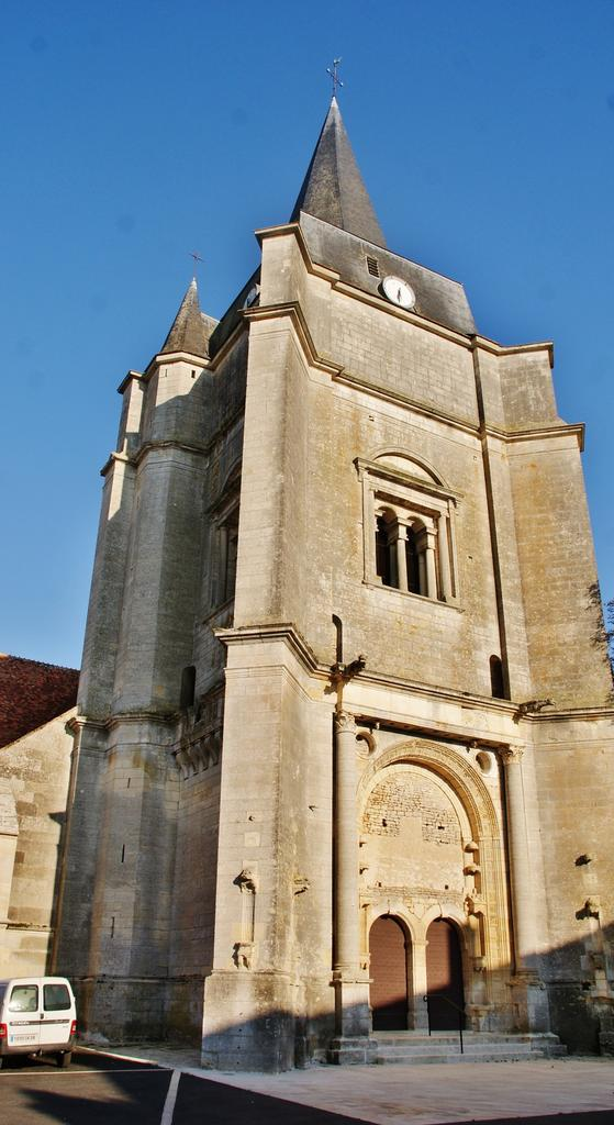 Church, French Heritage monument to Suilly la tour.