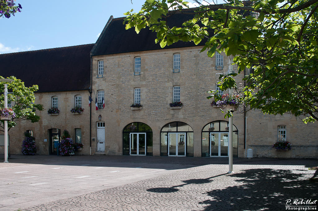 Ferme Saint-Bernard aujourd'hui Hôtel de ville à Ifs.