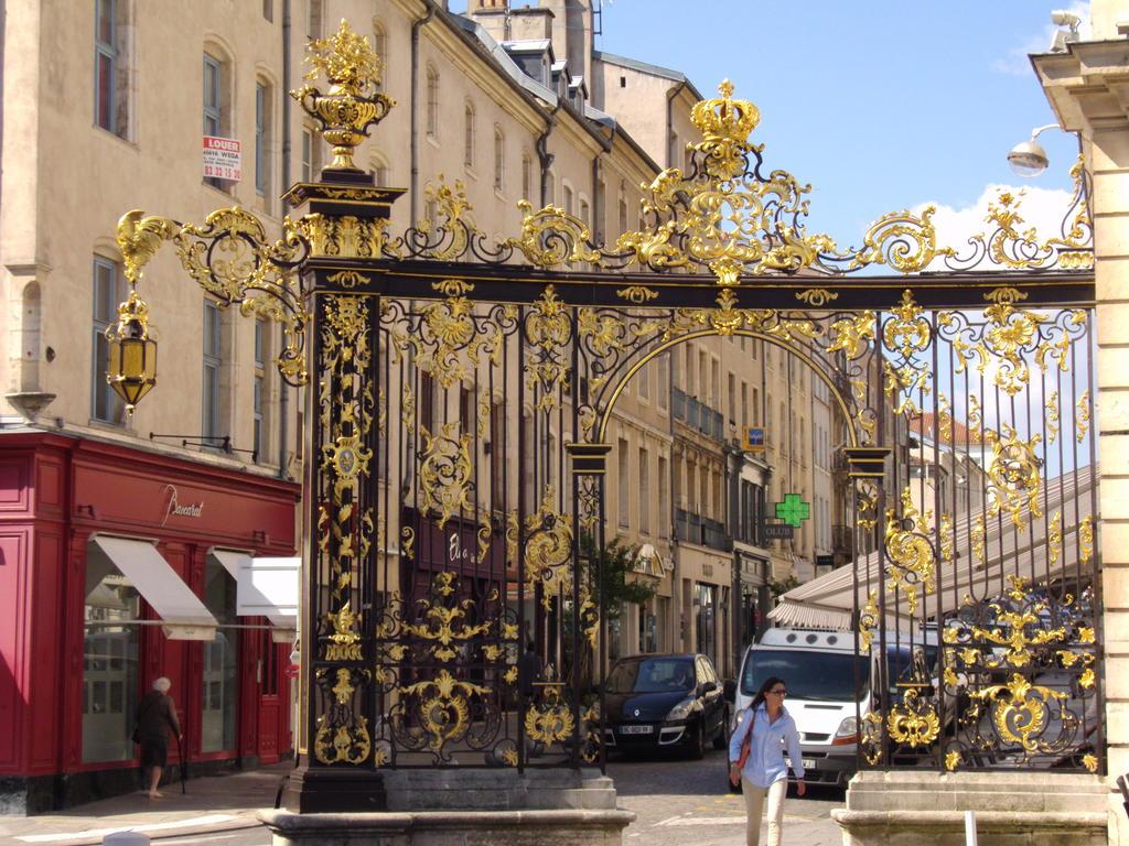 Ensemble formé par la place Stanislas, la rue Héré et la place de la Carrière par Manuel Bazaille