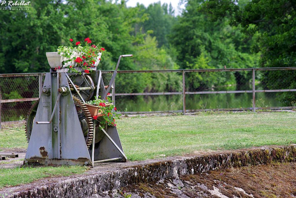 site d'écluse des Lorrains (canal latéral à la Loire) à Apremont sur allier.