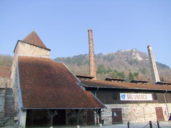Anciennes salines royales, actuellement musée du sel à Salins les bains.