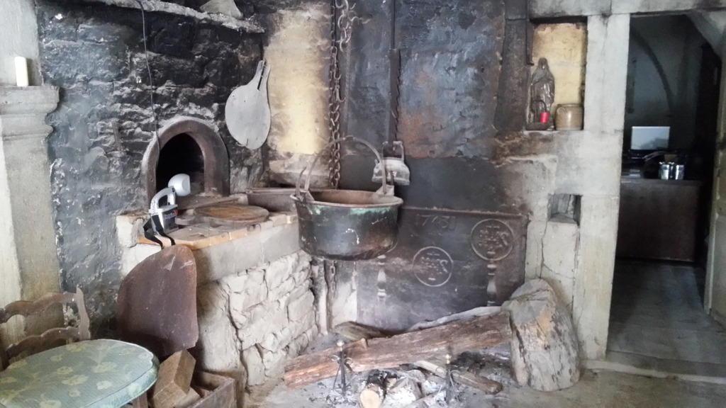 Fermes jumelles du 18e siècle à Verges.