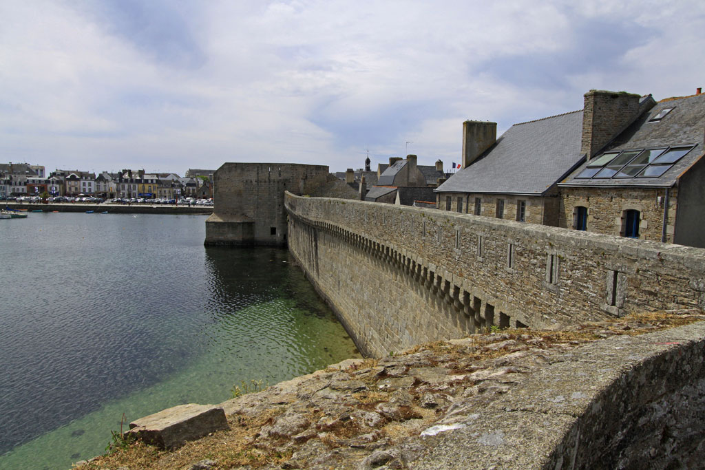 Remparts de la ville close concarneau finistere for Piscine des remparts