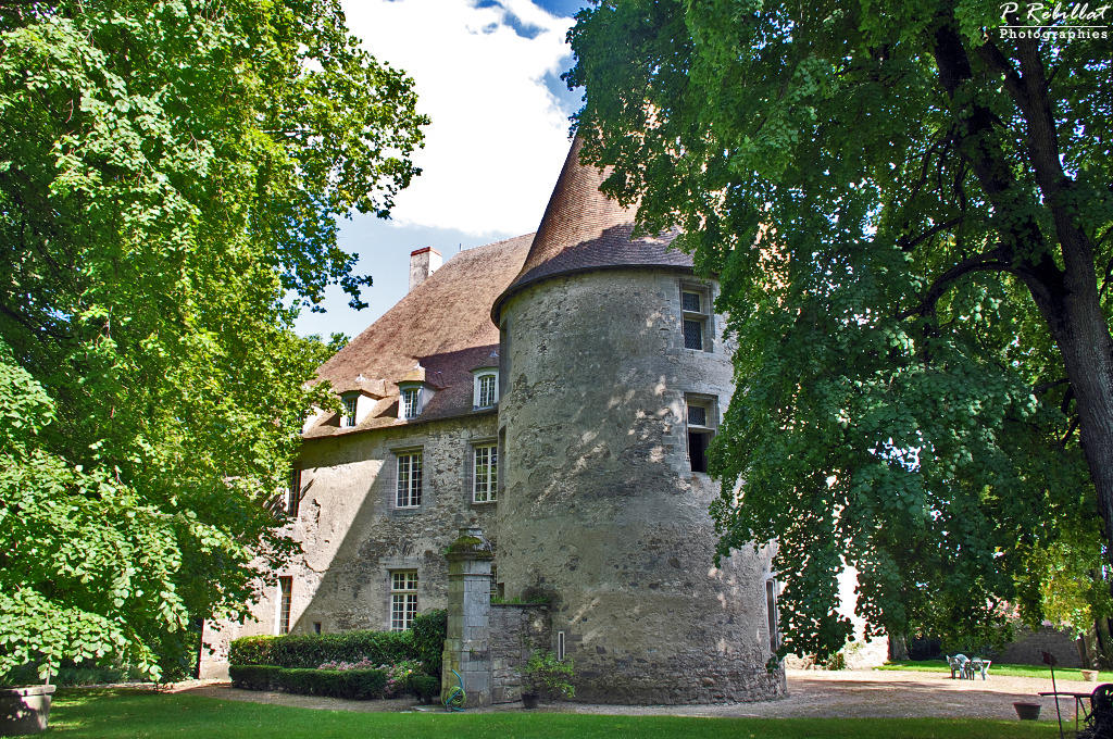 Bellenaves Castle, French Heritage monument to Bellenaves.
