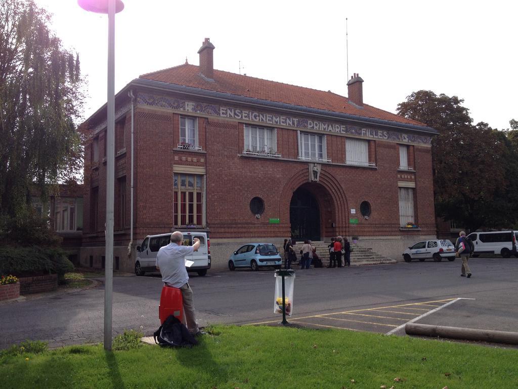 orphelinat, puis lycée dit école départementale primaire et professionnelle Adolphe Chérioux à Vitry sur seine.