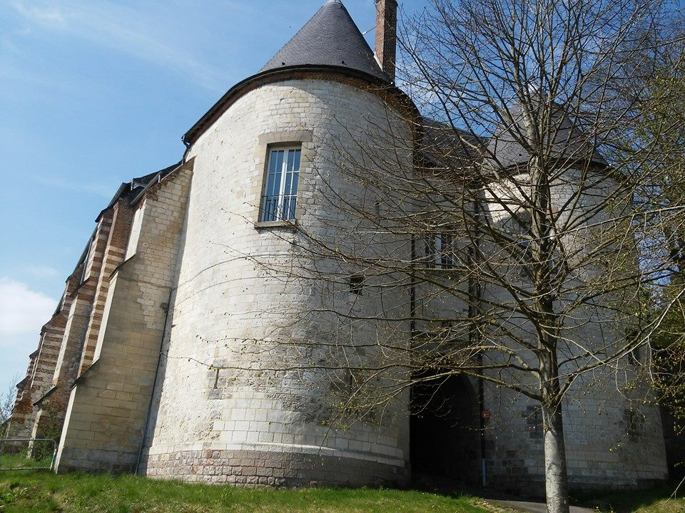 Castle, French Heritage monument to Lucheux.