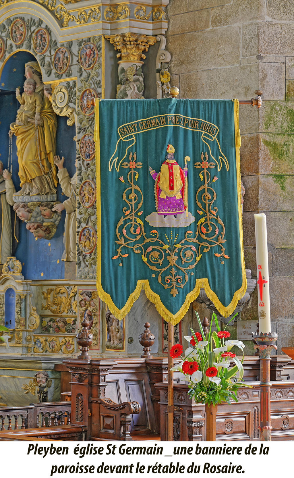 Eglise (Saint-Germain) calvaire et ossuaire à Pleyben.