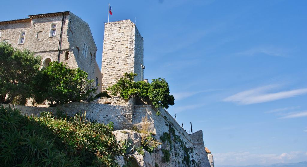 Remparts et demi-bastion 17 dit Fort Saint-André à Antibes.