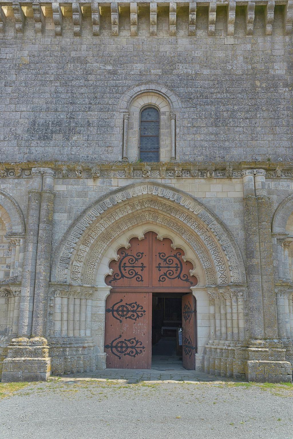 Saint-Martin Church to Esnandes.