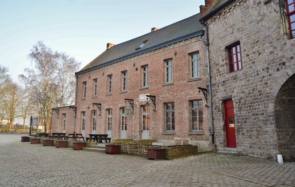 Château-ferme à Montigny en ostrevent.