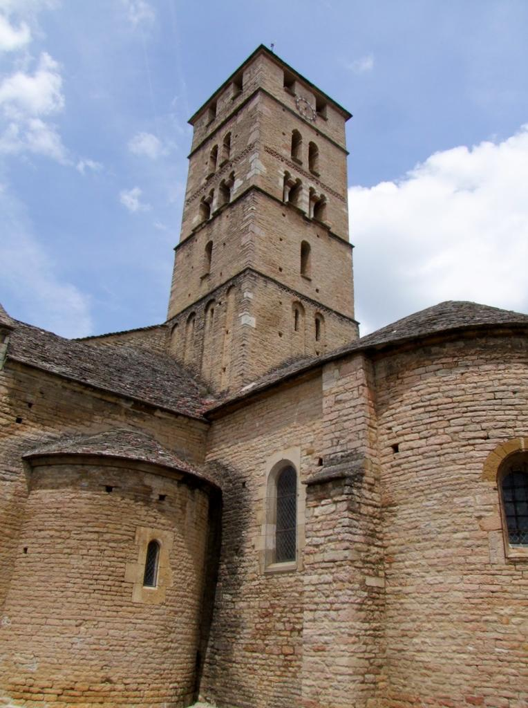 Eglise Saint-Pierre à Uchizy.