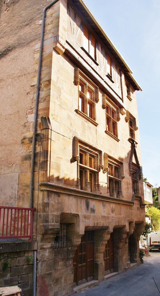 Hôtel de Ville (ancien) à St sernin sur rance.
