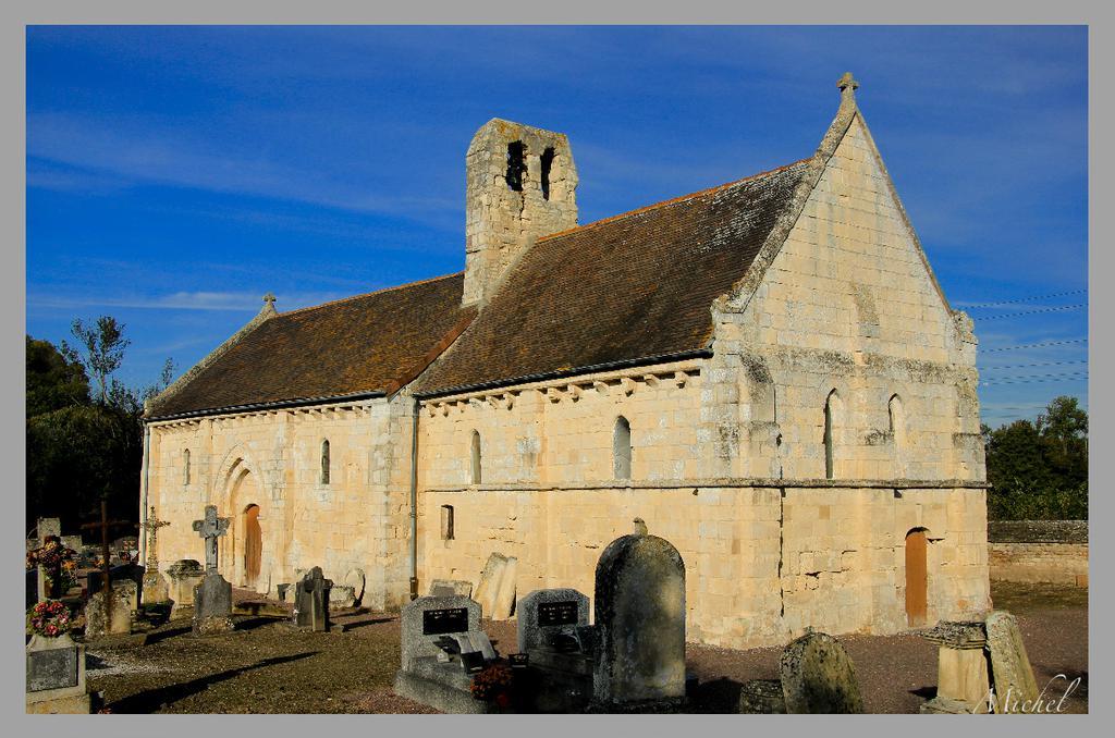 Eglise d'Etavaux, dite aussi chapelle Saint-Orthaire à St andre sur orne.
