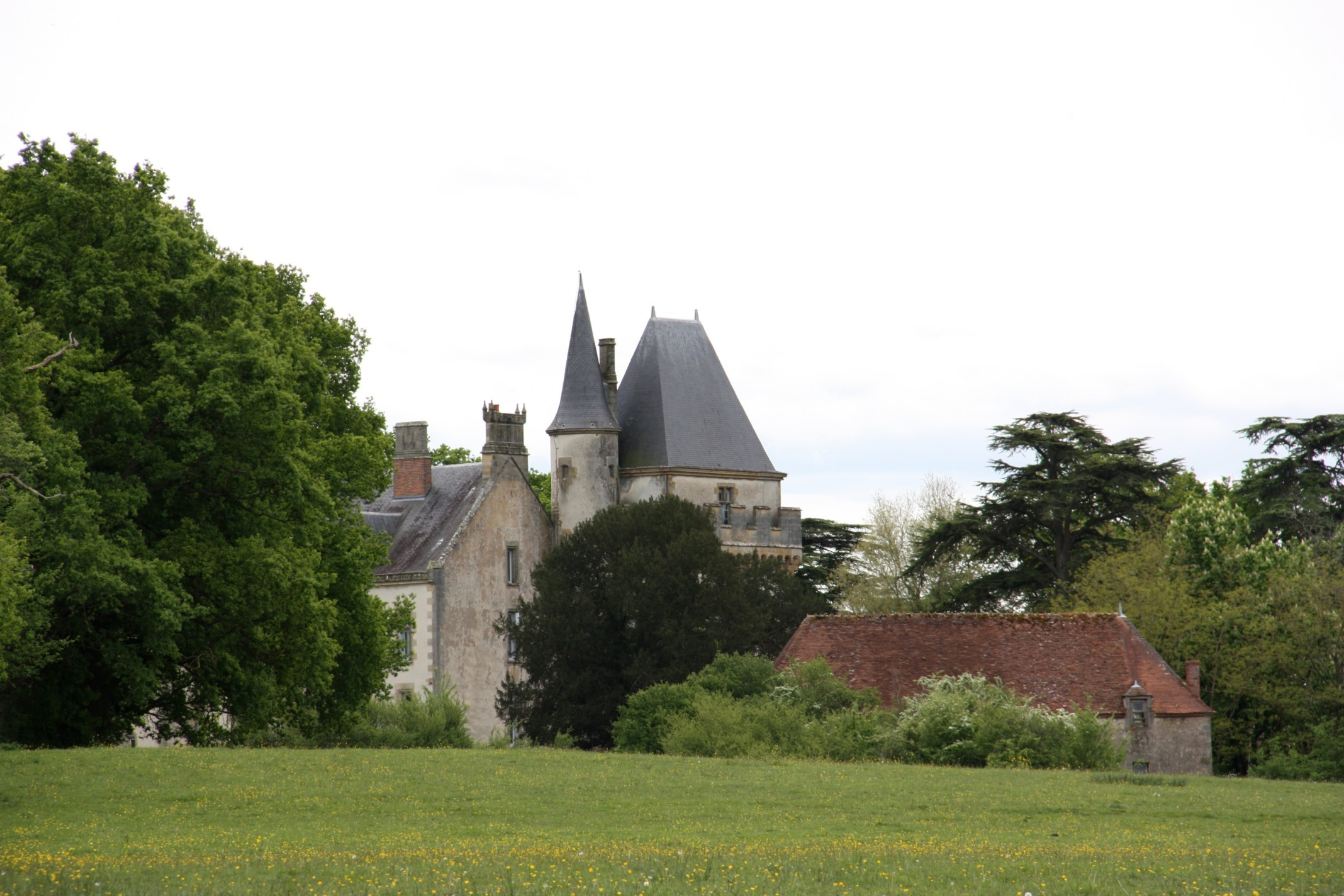 Castle of Issards, French Heritage monument to Autry issards.