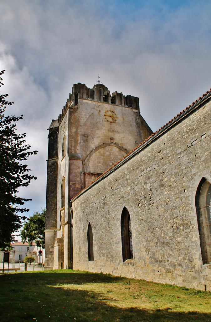 Eglise à Marsilly.